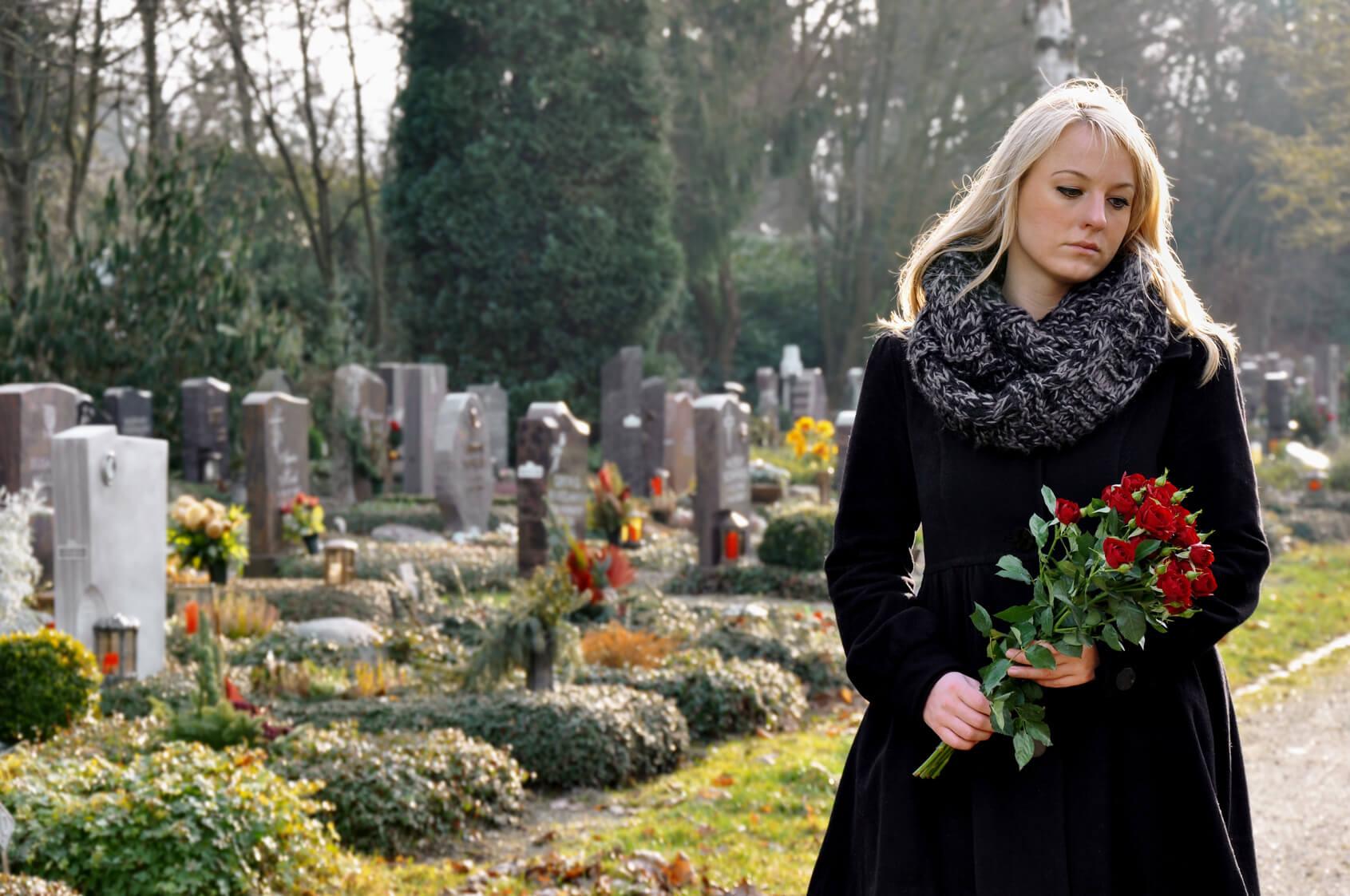 Trauerrede für Verstorbenen schreiben und halten