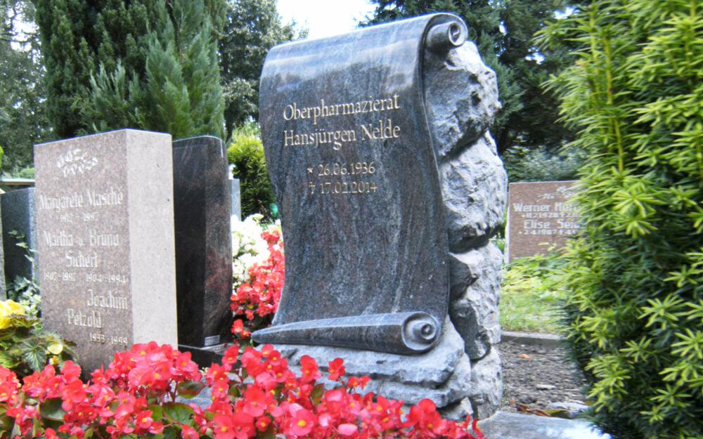08-Schoenes-Grabdenkmal-vom-Steinmetz-Erwachsene-online