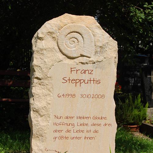 Grabsprueche-Grabinschriften-Grabstein-Grabmal-Sandstein