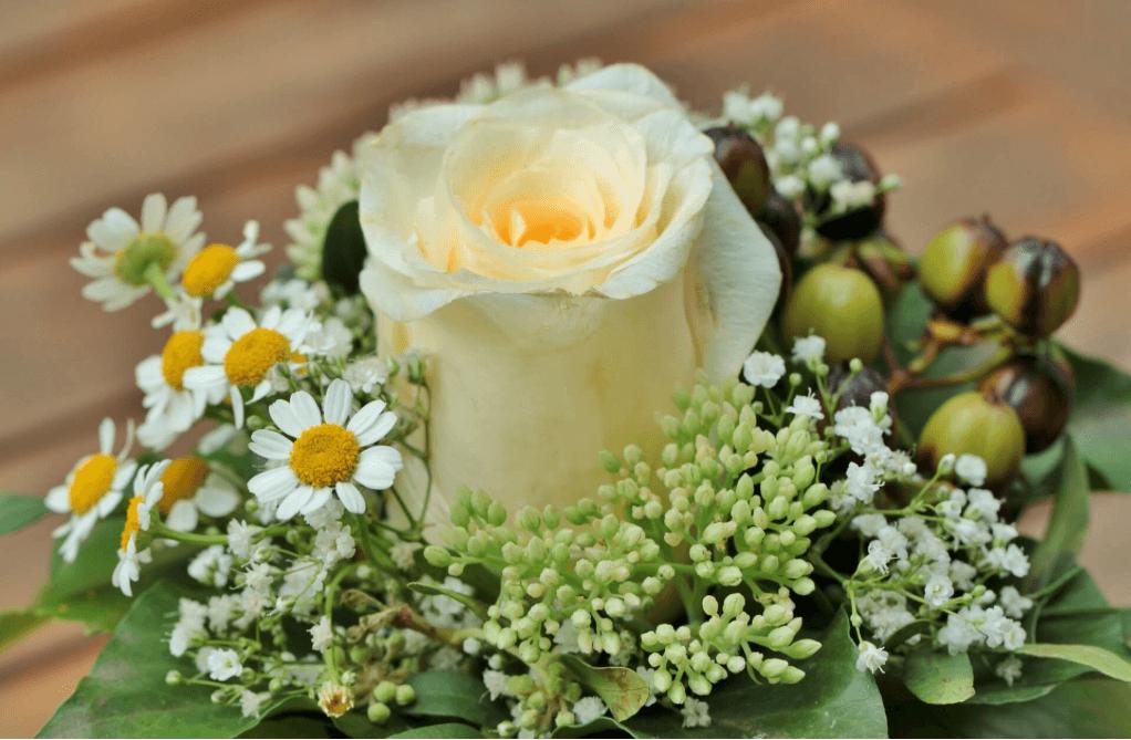 Blumenschmuck zur Beerdigung
