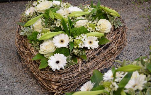 Blumengesteck & Blumenschmuck für Beerdigung online bestellen
