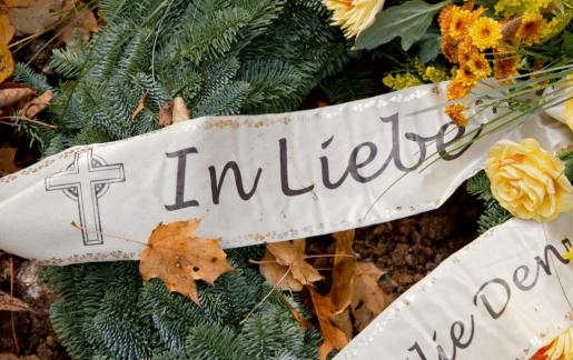 Die 20 beliebtesten Trauersprüche für Trauerkränze