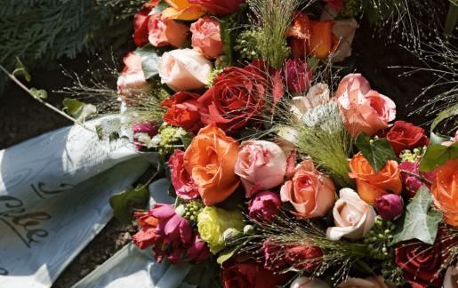 Trauerkranz für Beerdigung online bestellen (inkl. Schleifentexte zu fairen Preisen)