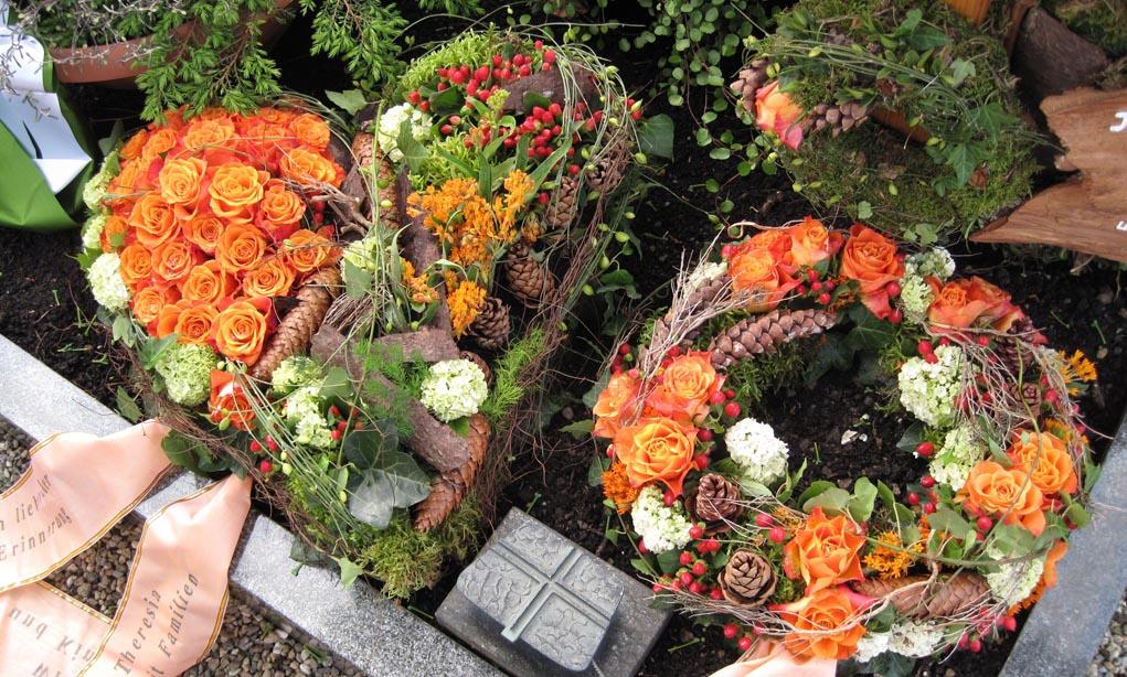 Trauerstrauss-Trauerbedinde-Trauerschmuck-Grabstrauss-kaufen-bestellen-Bilder