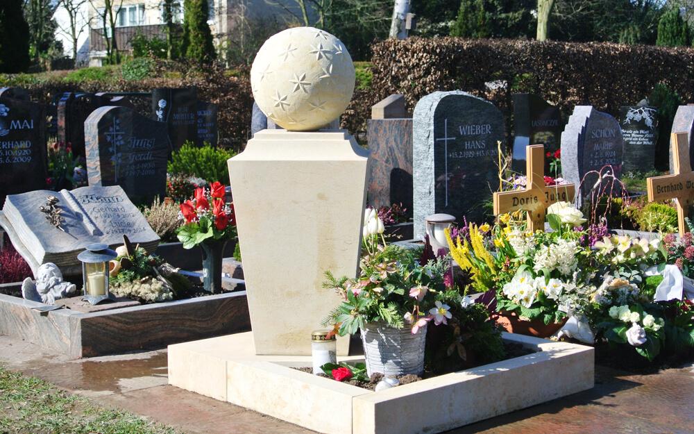 urnengrab-grabstein-stele-kugel-urnengrabstein-sandstein