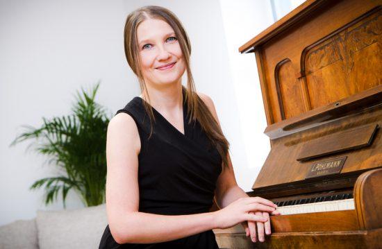 Jana Hoffmann – Sängerin und Pianistin (Trauermusik)