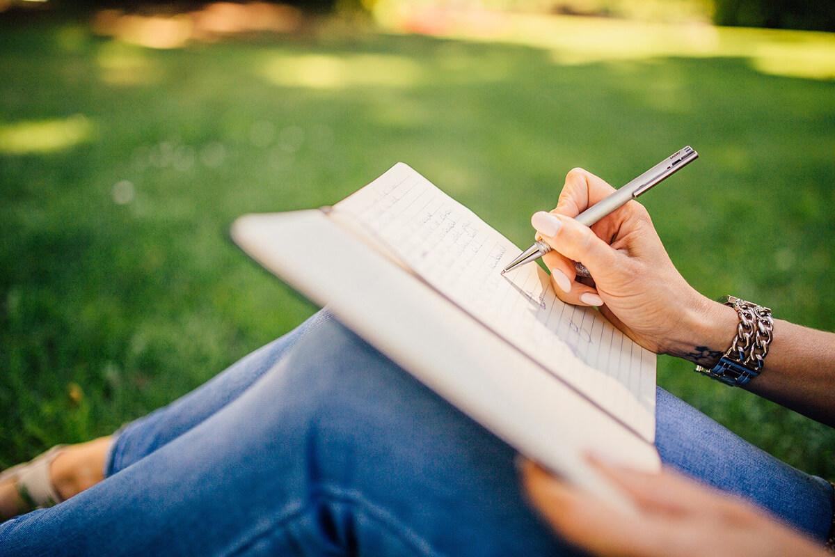 Trauerrede selbst schreiben und Aufbau der Rede planen