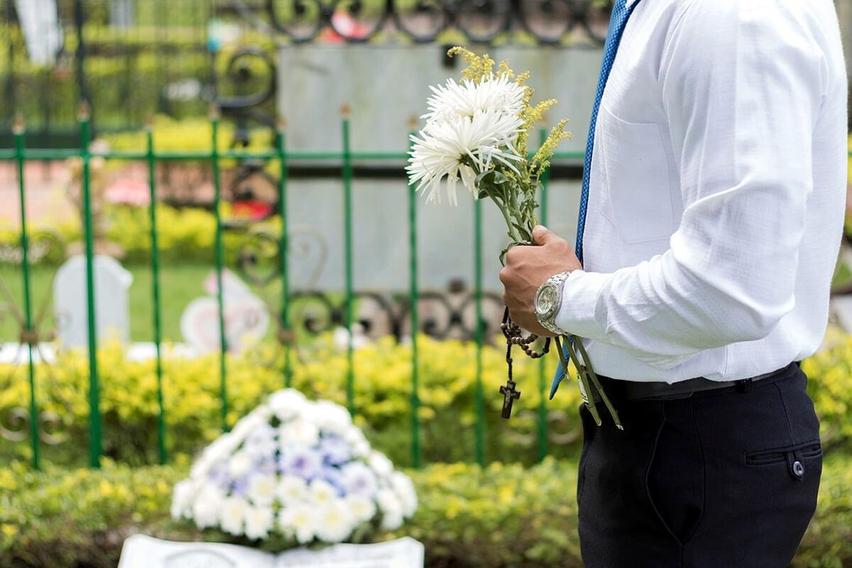 Trauerrede für Freunde oder die Familie bei der Beisetzung halten
