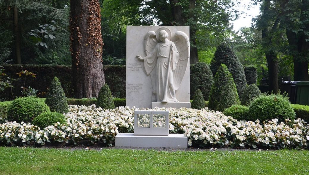Der Friedhof Zum Heiligen Kreuz in Berlin-Mariendorf
