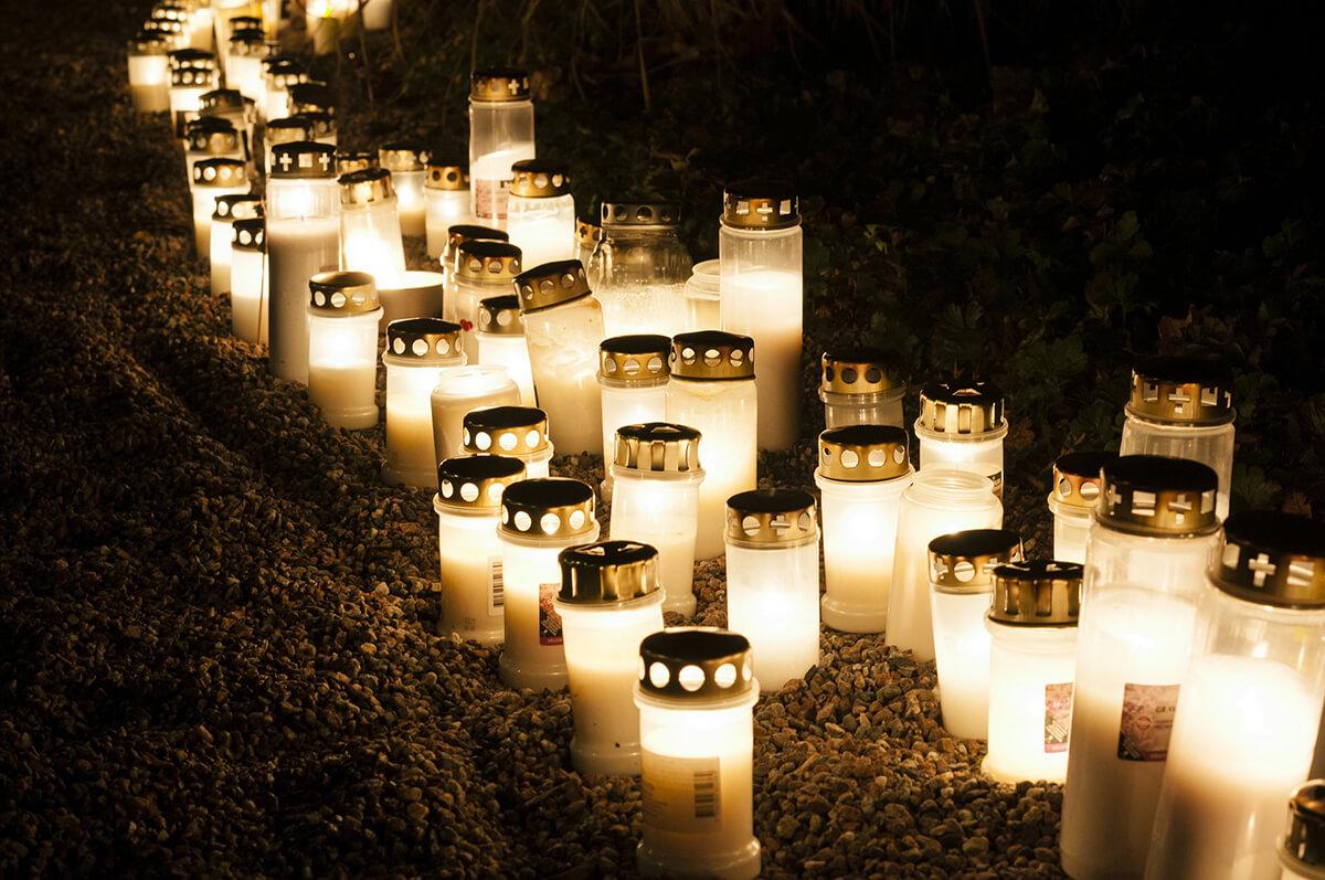 Grablichter zum Totensonntag